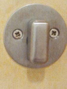 Schalter aus Metall mit langer Nase und zwei Kreuzschrauben-Augen